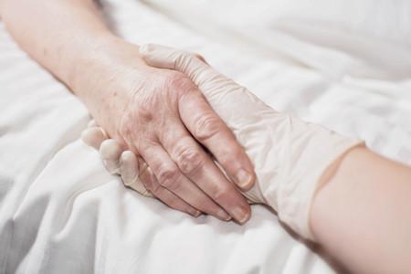 """Los límites a la eutanasia donde es legal: de la condición """"terminal"""" en Canadá a la tolerancia de Bélgica"""