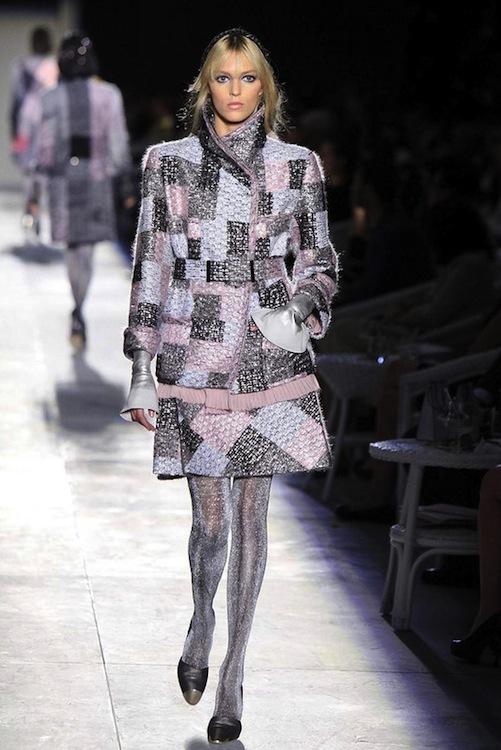 Foto de Chanel Alta Costura Otoño-Invierno 2012/2013: rosa, gris, brillos y nuevo vintage (7/61)