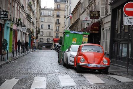 Adiós al coche en la ciudad: sólo un tercio de parisinos tiene automóvil propio, pero la periferia se resiste