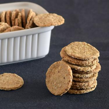 Oatcakes o galletas de avena saladas: un clásico escocés ideal para el picoteo (sin levadura ni harina)
