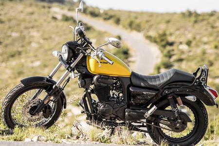 ¡Actitud total! Estas son las cinco motos custom de 125 cc que puedes llevar con el carnet de coche