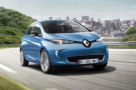 Renault Zoe actualiza sus baterías para llegar hasta los 400 kilómetros: un paso más en el coche eléctrico para todos