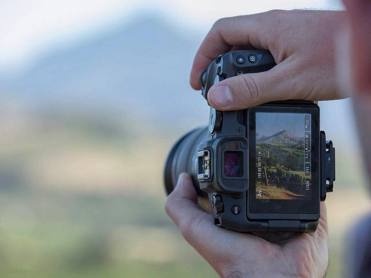 Canon EOS RP, Nikon Z50, Sony HX90 y más cámaras, objetivos y accesorios en oferta en el Cazando Gangas