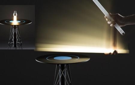 EM Table, la mesa que enciende bombillas al acercarlas