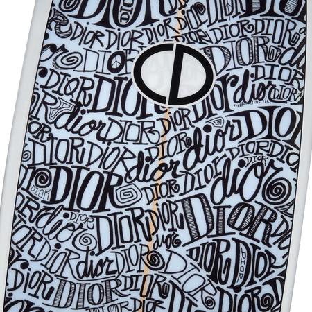 Dior y Shawn Stussy crean juntos el accesorio infalible para el verano (que no cabrá en tu armario)
