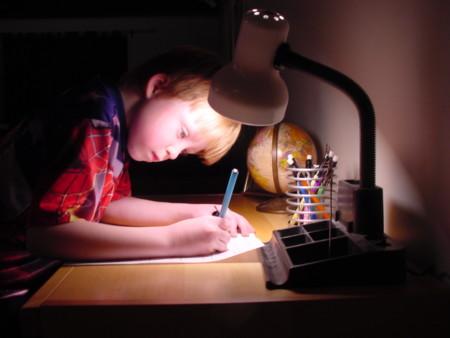¿Tienen nuestros hijos demasiados deberes? Hacemos un seguimiento de siete niños de Primaria.
