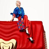 Rita Ora se convierte en la nueva embajadora de Escada (y viene acompañada de un bolso benéfico)