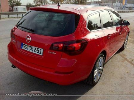 Opel Astra Sport Tourer 03