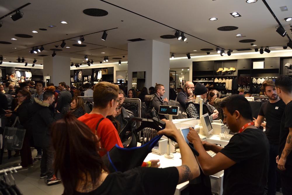 Foto de Alexander Wang x H&M, la colección llega a tienda (Madrid, Gran Vía) (21/27)