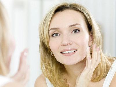 Ocho errores comunes que puedes evitar fácilmente a la hora de cuidar tu piel