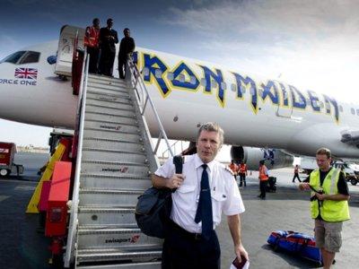 Bruce Dickinson, cantante de Iron Maiden, publicará sus memorias en 2017