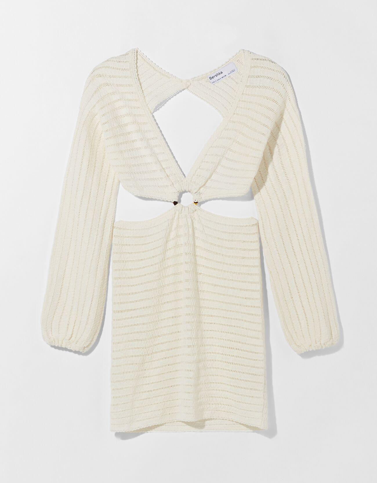 Vestido de crochet con detalles cut-out.