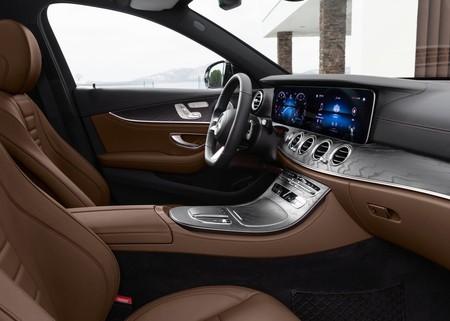 Mercedes Benz E Class 2021 1600 27