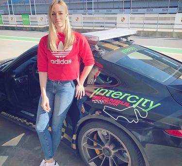 Carmen Jordá, la piloto de Fórmula 1 que ha conquistado a Álex González en 5 curiosidades