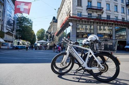 Bicicletas eléctricas compartidas de 48 km/h y sin estaciones: así es la que busca ser la próxima revolución en micromovilidad