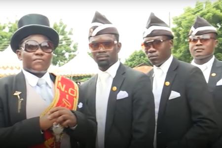 El origen de los enterradores africanos bailando, el meme que ha unido a España en el confinamiento