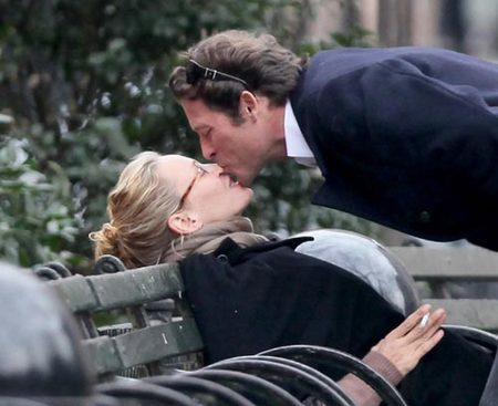 Uma Thurman y Arpad Busson, besos en el parque