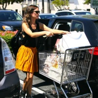 Rachel Bilson va estupenda al supermercado