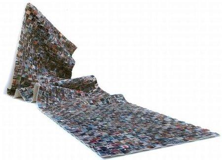 """Alfombra Flickrl, con un mensaje sobre los """"residuos digitales"""""""