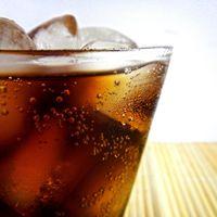 Cinco razones para dejar de tomar refrescos light (y cinco alternativas que puedes tomar)