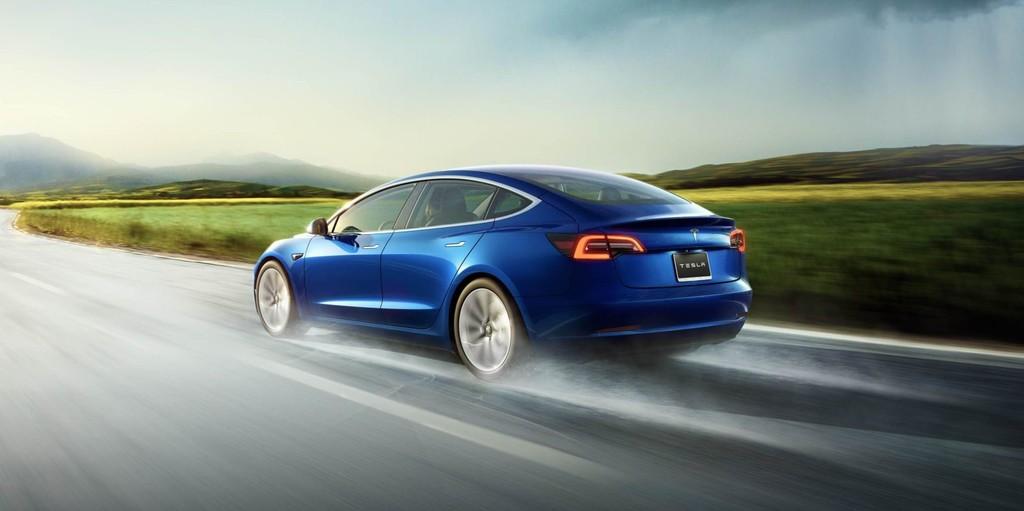 Confusión con la autonomía y precio del (nuevo) modelo básico del Tesla Model 3, que suben en EE.UU y bajan en España