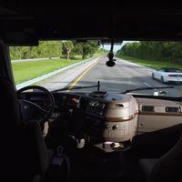 Conducir un camión a 200 kilómetros de distancia, el trabajo de oficinista del futuro