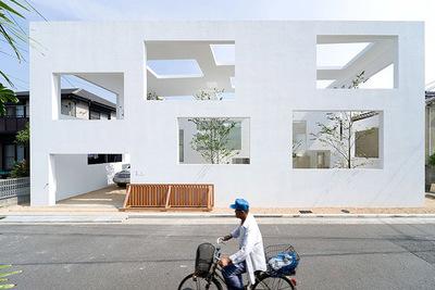 Una casa en Japón en la que el interior se funde con el exterior