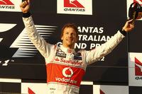 Jenson Button se pasea en el Gran Premio de Australia. Alonso queda quinto
