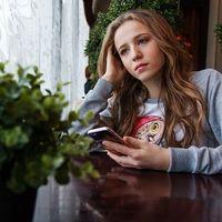 Maltrato o violencia digital entre parejas: ellos la sufren más que ellas durante la adolescencia