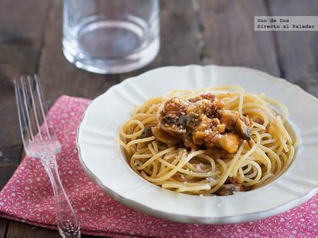 Espaguetis al huevo con pollo y portobello. Receta