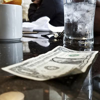 El Señor Rosa ha ganado la discusión: adiós a las propinas a los camareros en varios estados de EEUU