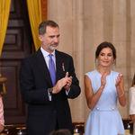 Doña Letizia Ortiz demuestra (con clase y sencillez) que el color azul cielo jamás pasará de moda
