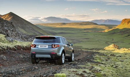 landrover-discovery-sport-2015-1000-09-1.jpg