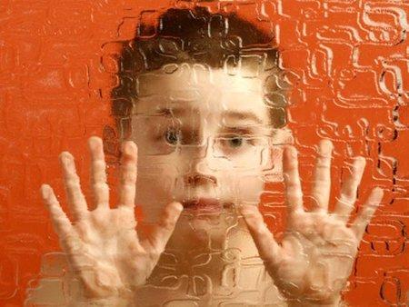 Exceso de neuronas en los cerebros de los niños autistas