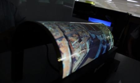 Así se dobla la pantalla flexible de LG, con tecnología OLED