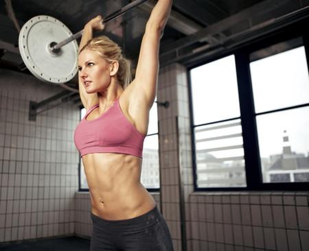 Los mejores ejercicios para entrenar tus hombros y prevenir posibles lesiones