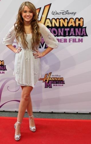 Miley Cyrus lanzará una colección exclusiva bajo Max Azria