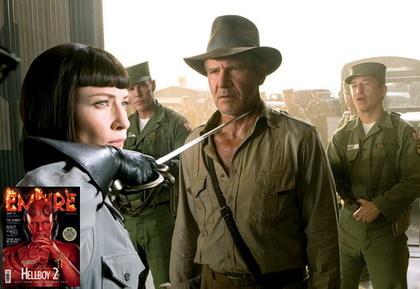 Cate Blanchett amenazando a Indiana Jones