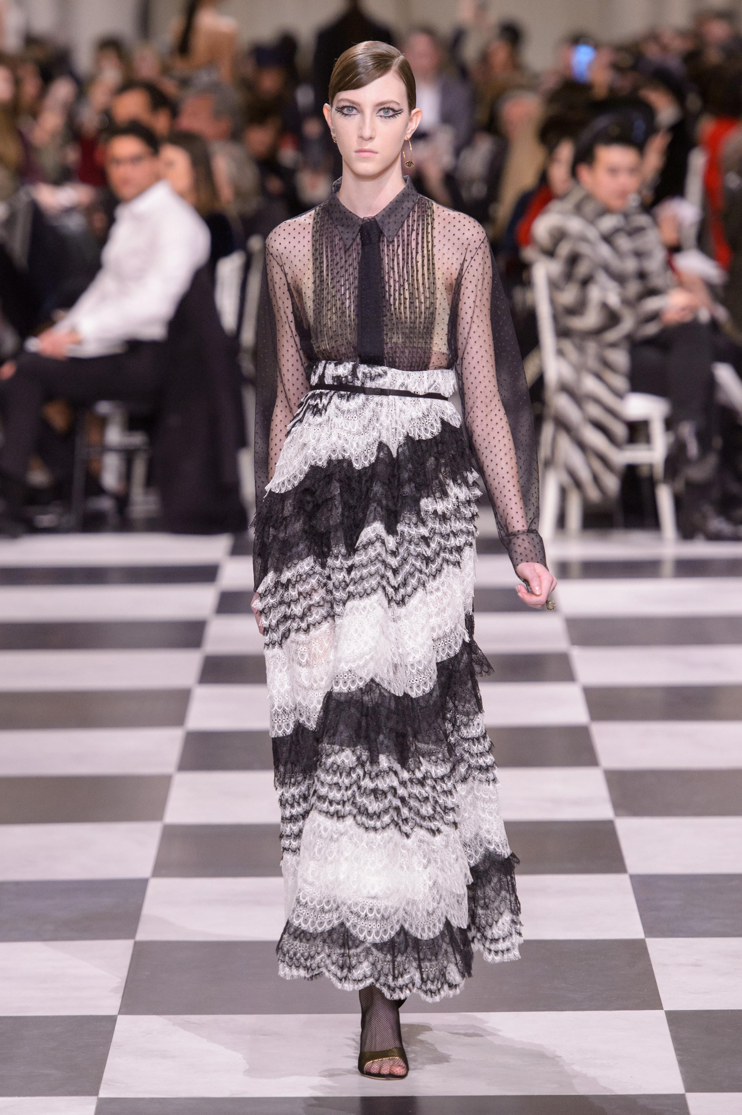 Foto de Dior Alta Costura: Maria Grazia Chiuri y su mágico desfile en blanco y negro Primavera-Verano 2018 (33/74)