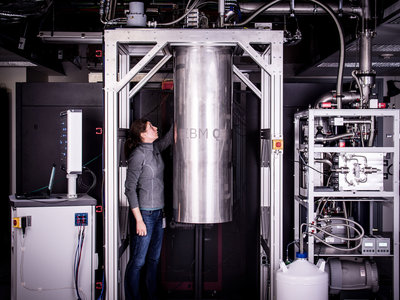 De 5 a 17 qubits: IBM fabrica su procesador cuántico más potente y lo añade a su programa público de tests