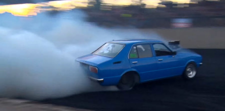 Esto es lo que pasa cuando el humo de tus neumáticos no te deja ver