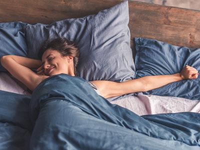 El déficit de vitamina D puede hacer que duermas peor (y te decimos dónde encontrarla)