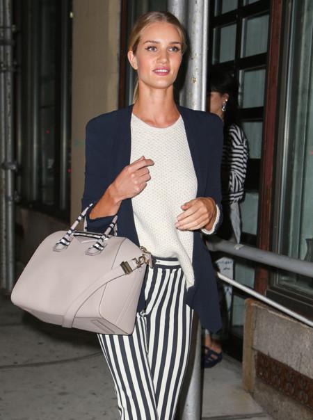 Un blazer mejora cualquier look, sobre todo si lo luce Roise-Huntington Whiteley