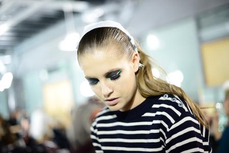Tendencias de belleza Primavera-Verano 2013 en la Alta Costura de París: Atelier Versace apuesta por los ojos ahumados