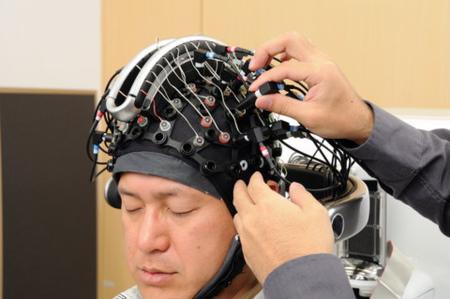 Robot Asimo controlado con el cerebro