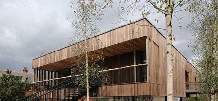 Maggie's Oldham, el primer edificio del mundo construido con madera contralaminada de tulipwood