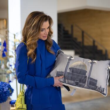 Rania de Jordania apuesta por una túnica de Loewe para combinar los culottes favoritos del otoño