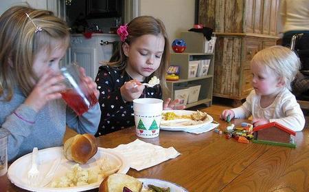 ¿Qué podemos hacer para que los niños aprendan a comer saludablemente?