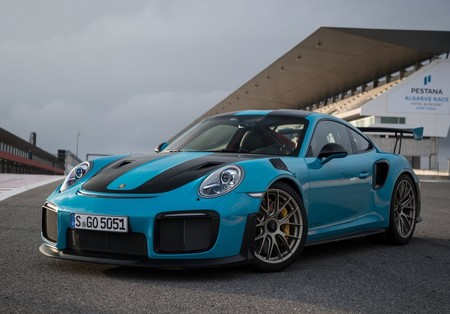 Porsche 911 Gt2 Rs 2018 1600 02