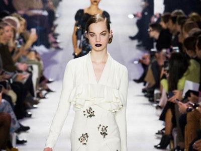 El estilo lady más oscuro se adueña de Dior Otoño-Invierno 2016/2017